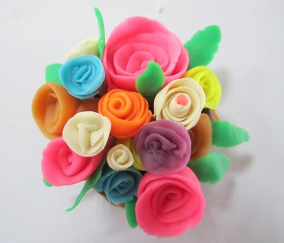 手工diy:橡皮泥玫瑰花的做法 自制母亲节礼物